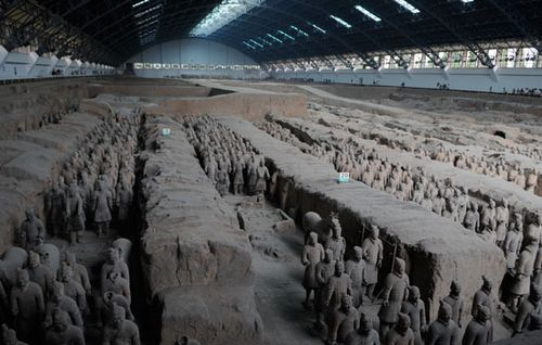 Rows-of-terracotta-soldiers-500x350