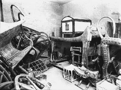 Interior tomb